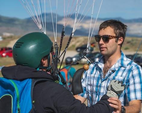Teaching paragliding