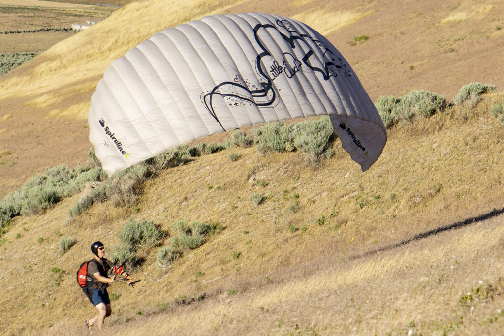 Kiting a paraglider up hill