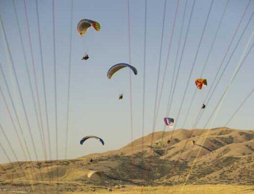 Paraglider Hand Kiting